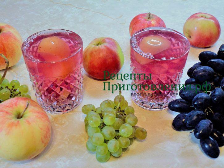 Компот из яблок и винограда в кастрюле