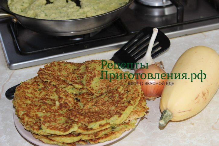 Оладьи из кабачков с чесноком и зеленью, рецепт с фото