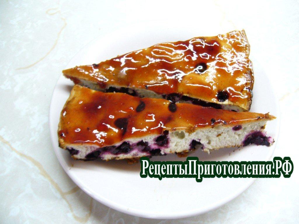 Пирог шарлотка с черной смородиной, фото